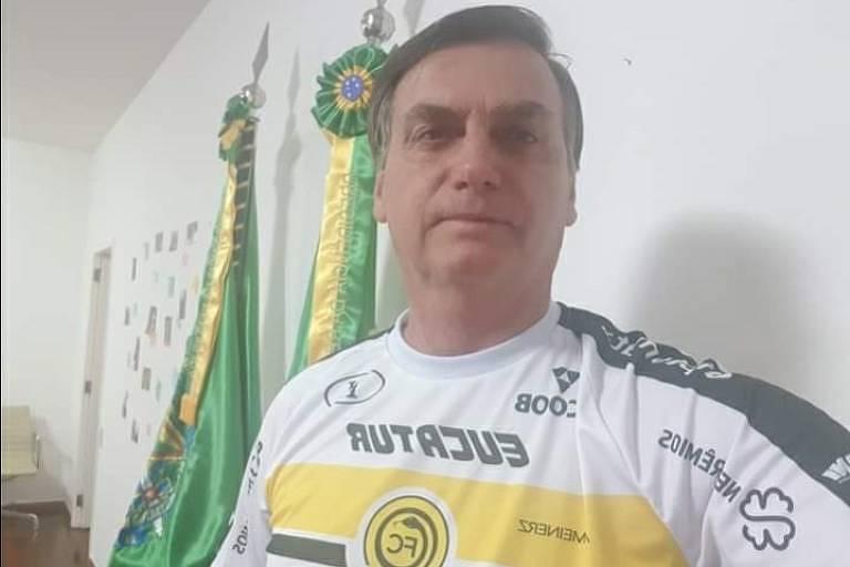 Bolsonaro com a camisa do Cascavel Futebol Clube