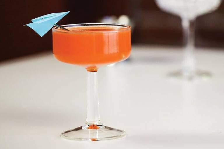 Drinque paper plane, uma das opções do Sip Lovers, plataforma que vende drinques clássicos e assinados por bartenders