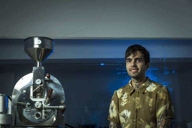 Henrique Ortiz, sócio da Catarina Coffee & Love, em unidade na Vila Mariana, em SP