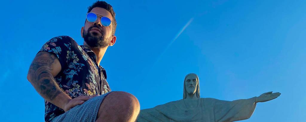 Dennis DJ faz live direto do Cristo Redentor