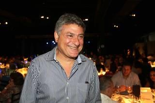 Jantar com show do cantor Erasmo Carlos.