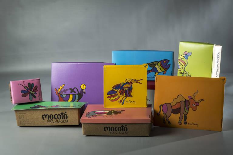 Oito embalagens de delivery com cores e tamanhos diferentes