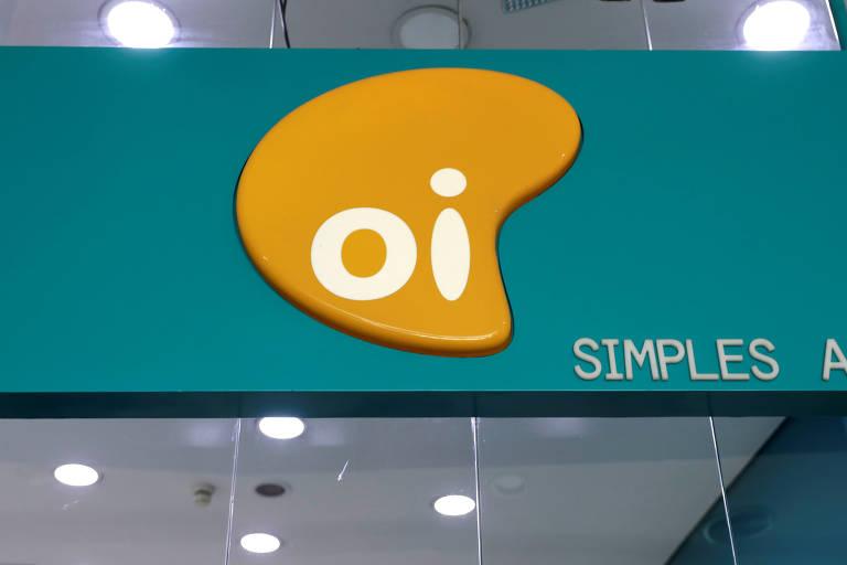 Logotipo da Oi em loja da tele em São Paulo