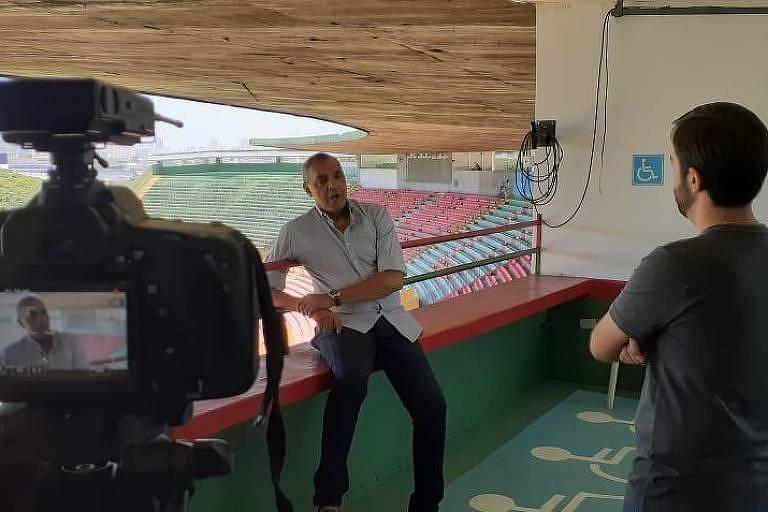 O ex-jogador Basílio concede entrevista sobre o centenário da Lusa