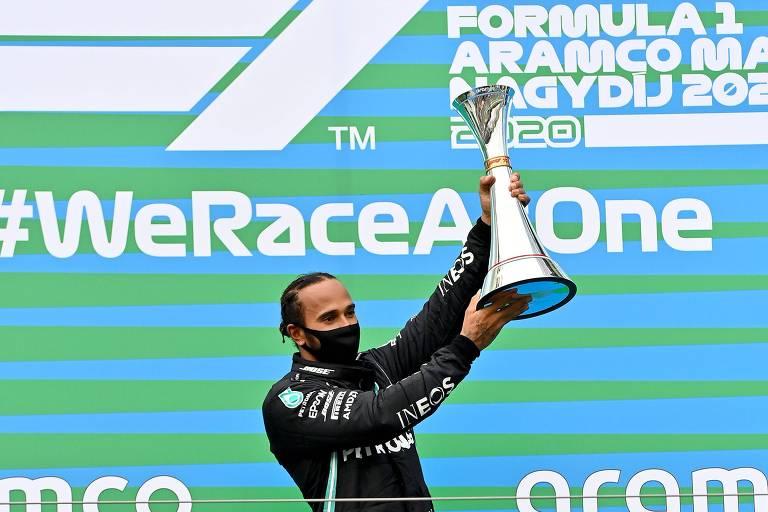 Hamilton comemora a vitória em Budapeste, na Hungria