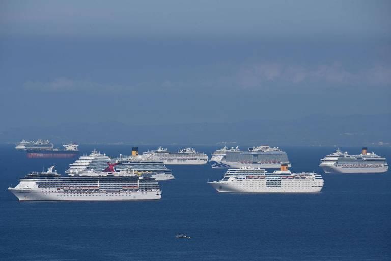 Cruzeiros ancorados na baía de Manila aguardam autorização para desembarcar