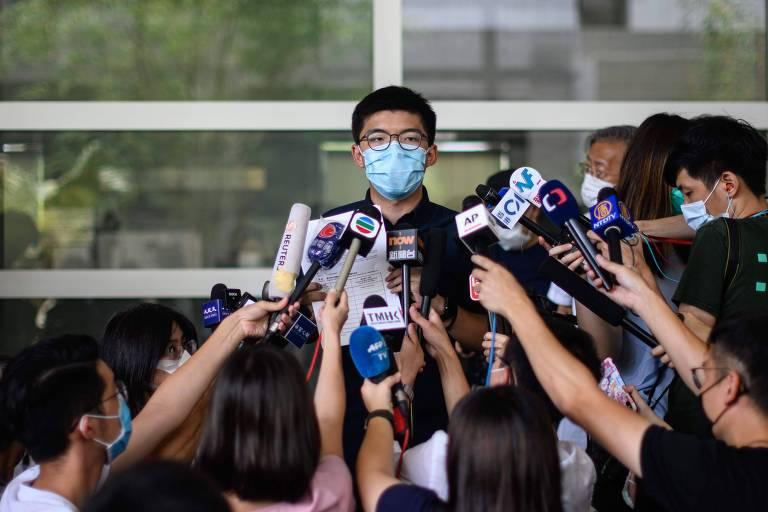 O ativista pró-democracia Joshua Wong anuncia que vai tentar concorrer no pleito de setembro