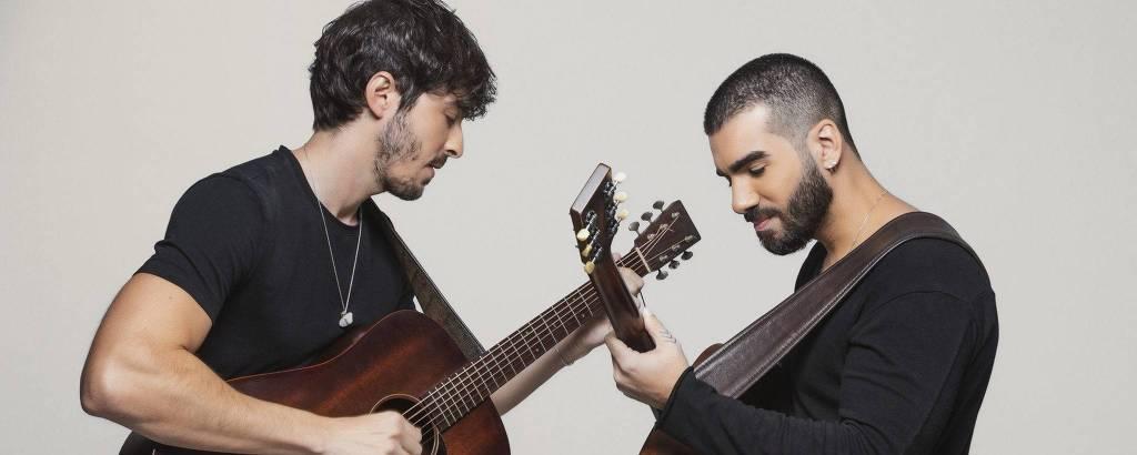 O duo OutroEu, composto pelos músicos Mike Tulio e Guto Oliveira