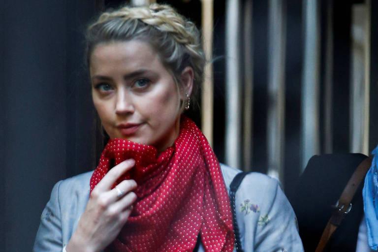 A atriz e modelo Amber Heard chega à Suprema Corte de Londres nesta terça