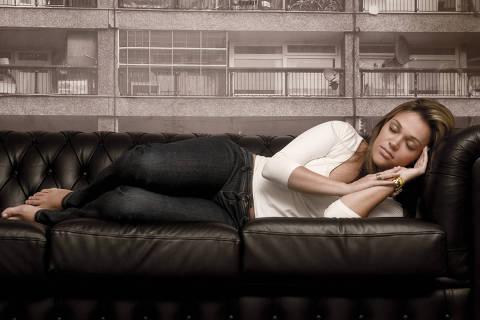 SAO PAULO, SP , BRASIL, 14-01-2011, 10:00HS : Mariana Vaconcelos do Prado, vendedora nao consegue dormir sem tomar o medicamento Rivotril , pratica que se tornou habitual desde que teve Sindrome do Panico. ( Foto: Marisa Cauduro/ Folhapress, SAUDE)***EXCLUSIVO FOLHA***