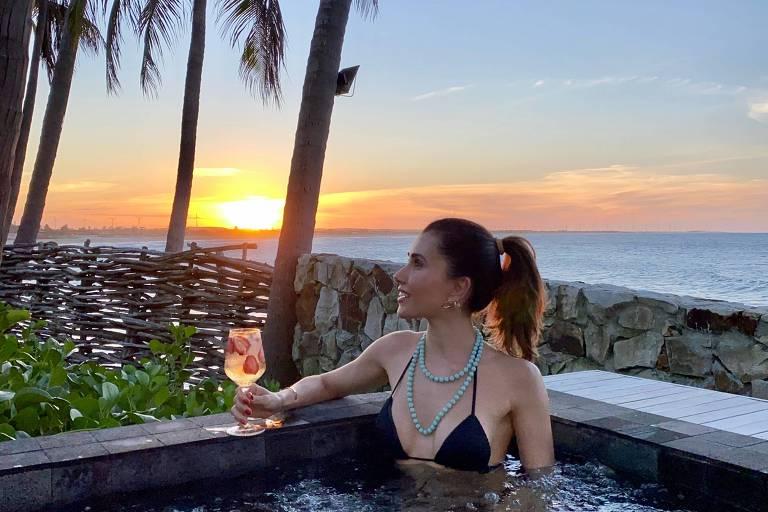 A blogueira Camila Quintão fez a primeira viagem pós-quarentena para conhecer o Carmel Taíba Resort no Ceará