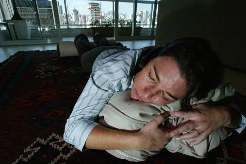 ORG XMIT: 042701_1.tif A empresária Teresa Gabriel, que reorganizou a vida para driblar a pressa e hoje até descansa depois do almoço. (São paulo, SP, 22.08.2005. Foto: Fernando Donasci/Folhapress)