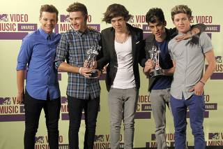 British/Irish boy band One Direction hold awards backstage during the 2012 MTV Video Music Awards in Los Angeles