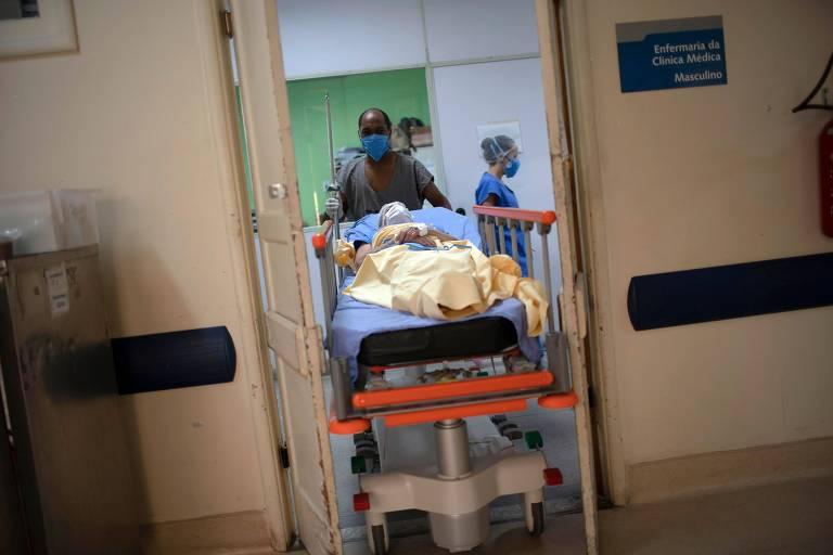 Paciente de coronavírus no Hospital Universitário Pedro Ernesto, no Rio