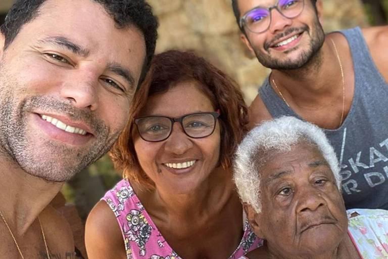 """Rodrigo Sant""""Anna com a avó, Adélia"""