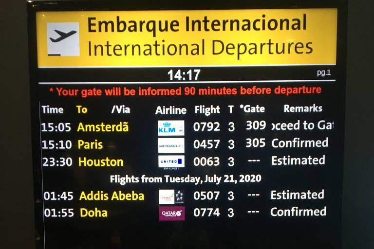Tela com nomes de voos previstos para aeroporto