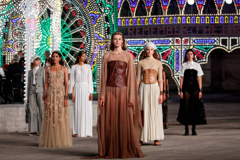 Modelos desfilam em evento da Dior em 22 de julho de 2020, em Lecce, na Itália
