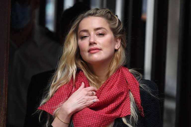 Amber Heard diz que Johnny Depp era violento e abusivo quando consumia drogas e álcool