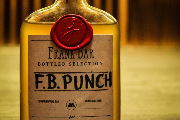 O drinque engarrafado Brandy Punch, do Frank Bar