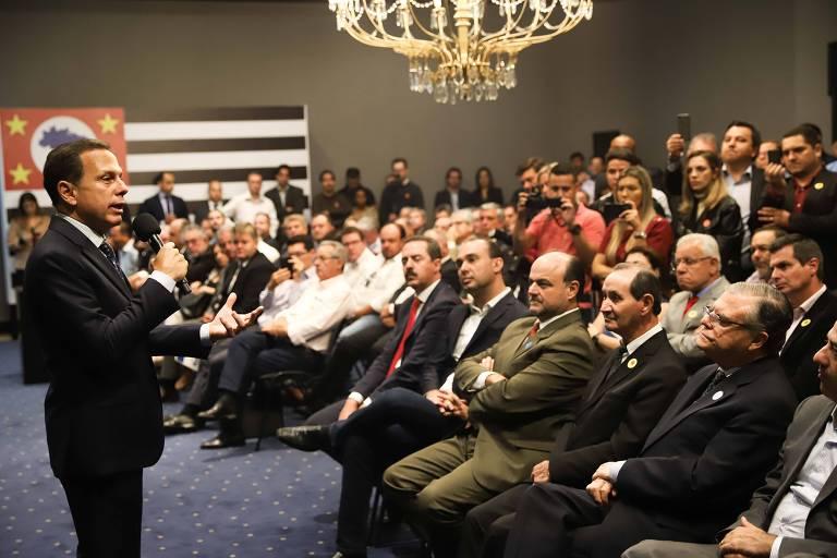 O governador de São Paulo, João Doria (PSDB), discursa para prefeitos em anúncio de liberação de recursos para os municípios