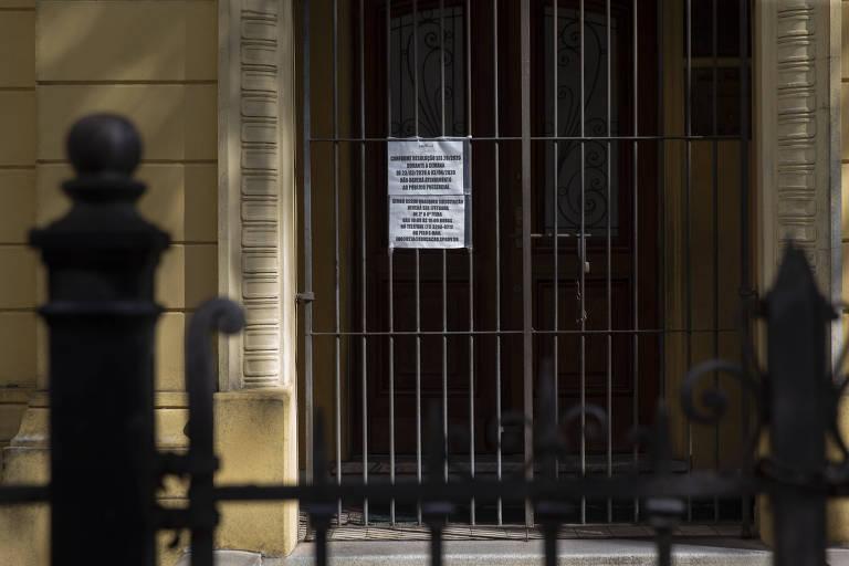 Ensaio mostra vazio e silêncio nas escolas públicas de SP devido ao avanço da Covid