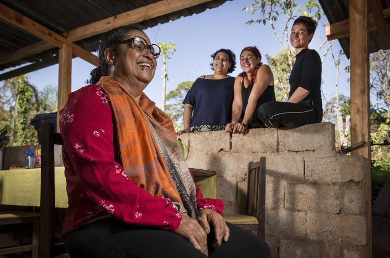 Maria Alves da Silva, 66, teve que se se afastar dos netos durante a pandemia