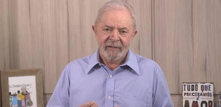 O ex-presidente Lula após sair da prisão