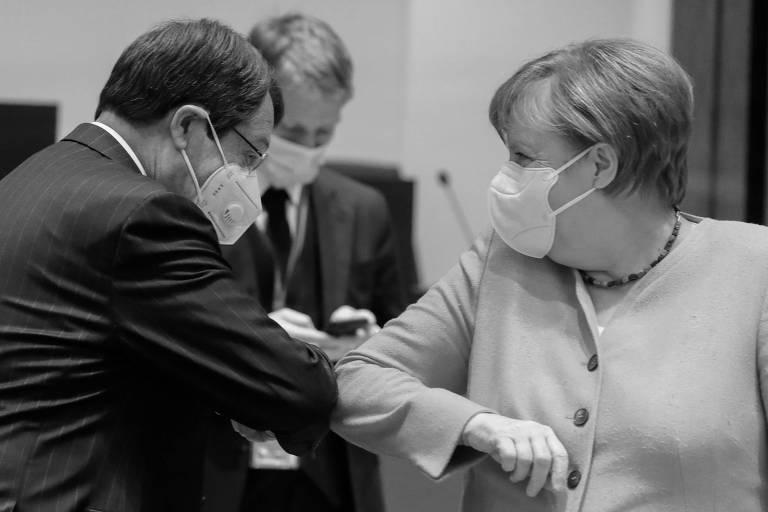 Nicos Anastasiadis, presidente do Chipre, cumprimenta Angela Merkel, chanceler da Alemanha