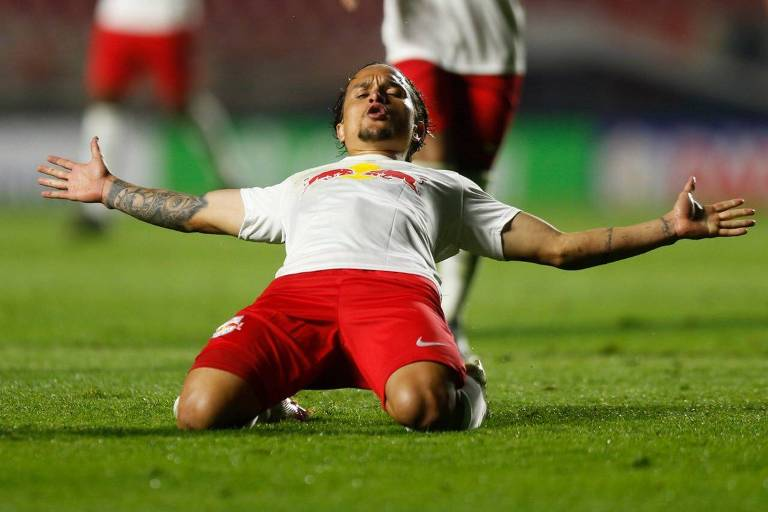 Artur celebra o gol da vitória do RB Bragantino contra o São Paulo