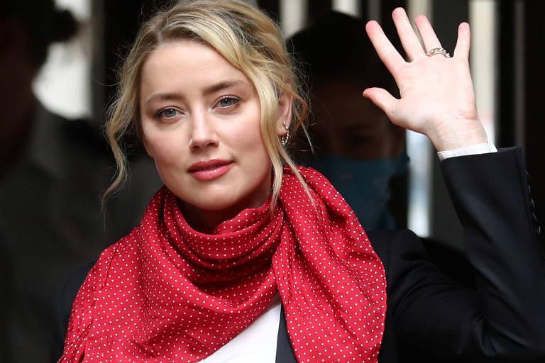 A atriz Amber Heard chega à corte de Londres