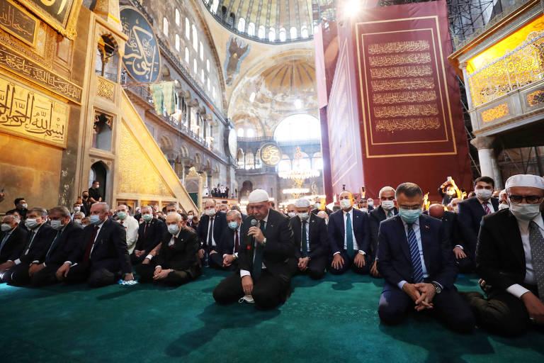 Erdogan participa de primeira oração em Hagia Sophia após templo voltar a ser uma mesquita
