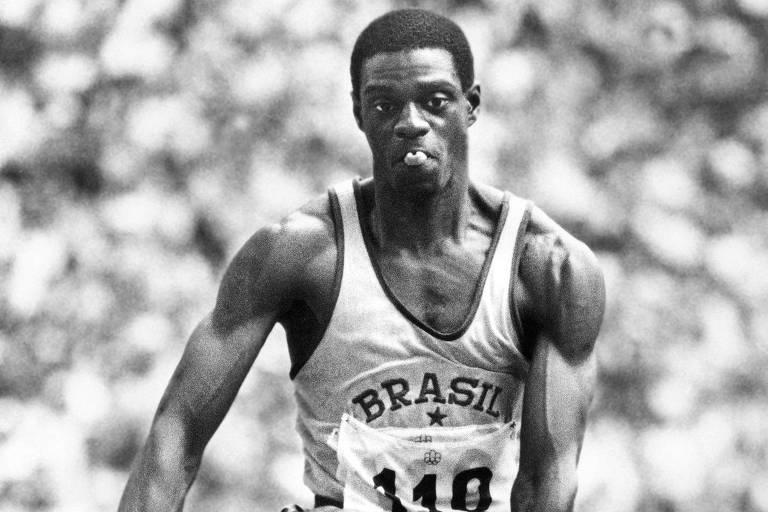 João Carlos de Oliveira, o João do Pulo, durante salto na Olimpíada de Montreal, em 1976
