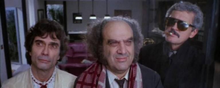 Dirigido por Ugo Giorgetti, o filme 'Festa' conta a história de um músico (interpretado por Jorge Mautner), um jogador de sinuca (Adriano Stuart) e seu assistente (Antonio Abujamra) contratados para uma festa de luxo, que nunca conseguem entrar nela