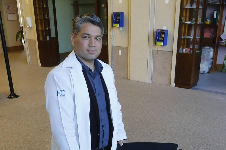 O médico André Sugawara afirma que as próteses atuais são tecnológicas e úteis, mas não substituem os membros amputados