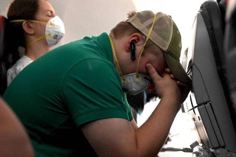 Passageiros usam máscara em voo da American Airlines em direção a Dallas