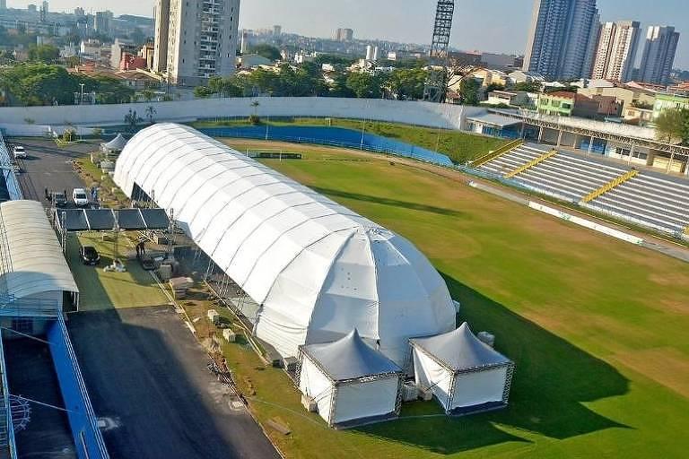 O estádio Bruno José Daniel, onde joga o Santo André, atualmente abriga um hospital de campanha para pacientes de Covid-19
