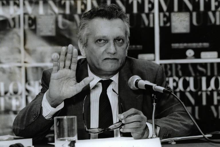 Celso Furtado fala em seminário em 1989; pesquisador multidisciplinar, dizia que a economia não tem todas as respostas para o desenvolvimento