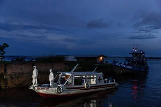 A floating ambulance bearing coronavirus patients arrives in Manacapuru, Amazonas state, Brazil, June 1, 2020.  (Tyler Hicks/The New York Times)