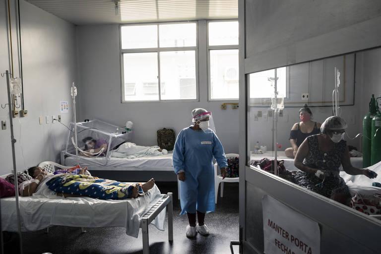 Uma enfermaria que acomodava 50 pacientes em um espaço destinado a 12, em um hospital em Tefé, no estado do Amazonas
