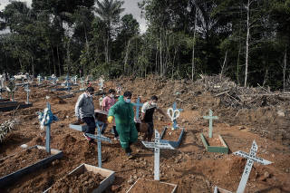 Relatives mourn Gertrude Ferreira dos Santos, who spent her life along the Amazon and died at home during the coronavirus pandemic, in Manaus, Brazil, May 20, 2020.  (Tyler Hicks/The New York Times)