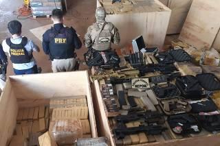 Apreensão de fuzis e pistolas em Guaira