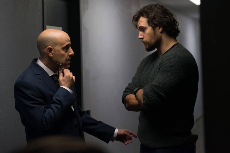 dois homens se olhando