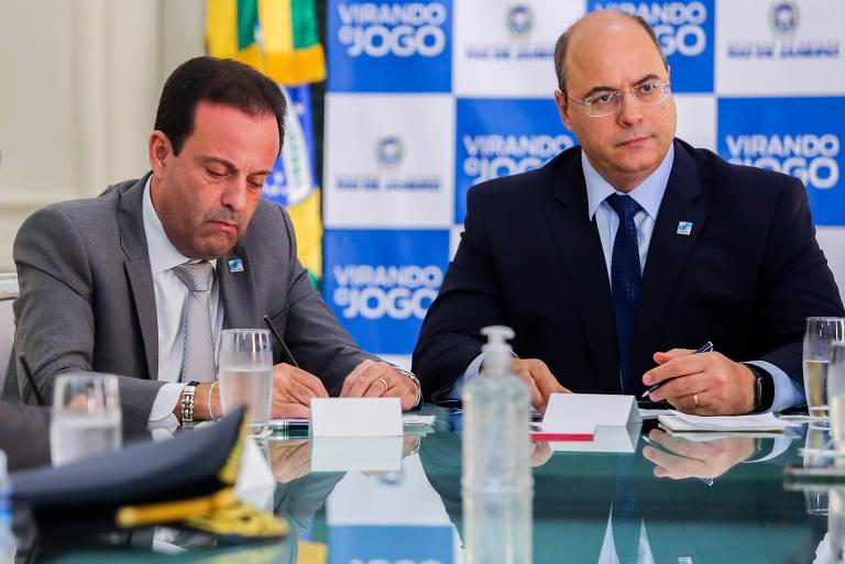 O governador Wilson Witzel durante reunião com seu chefe da Casa Civil, André Moura