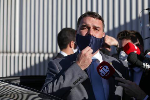 Flávio Bolsonaro pede troca de promotores do Rio em investigação da 'rachadinha'