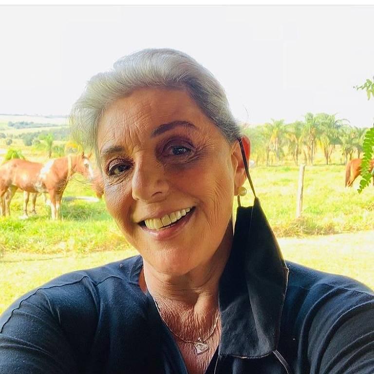 A jornalista Leda Nagle em foto postada em sua rede social no domingo (26), no Dia dos Avós