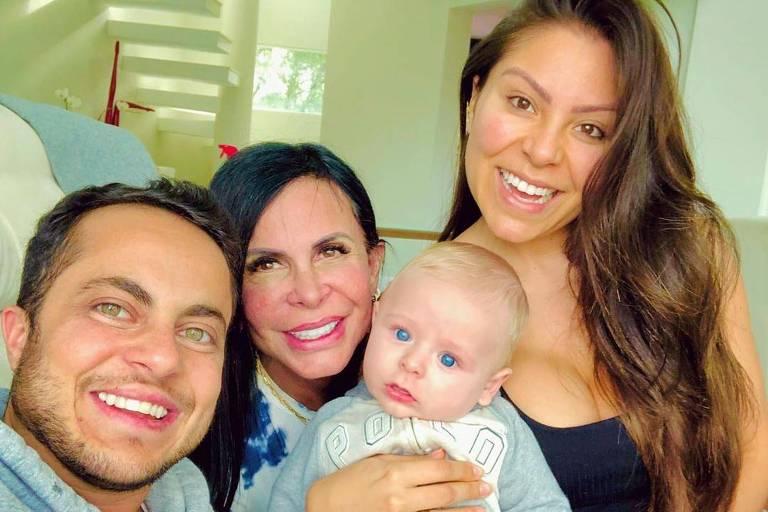 Thammy Miranda com Gretchen (mãe), Bento (filho) e Andressa Brito (esposa)