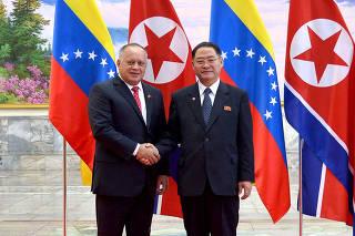 Presidente da Assembleia Nacional Constituinte da Venezuela, Diosdado Cabello, posa para foto durante visita a Pyongyang