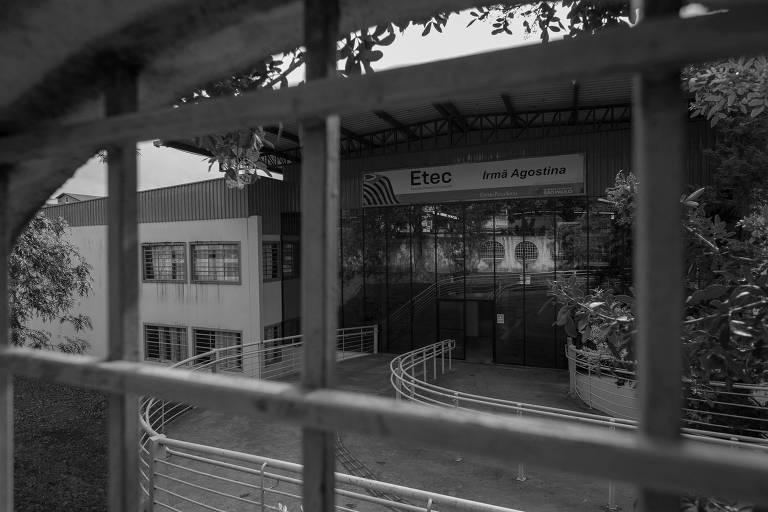 A Etec Irmã Agostinha está localizada, no bairro do Jardim Satélite (zona sul de São Paulo)