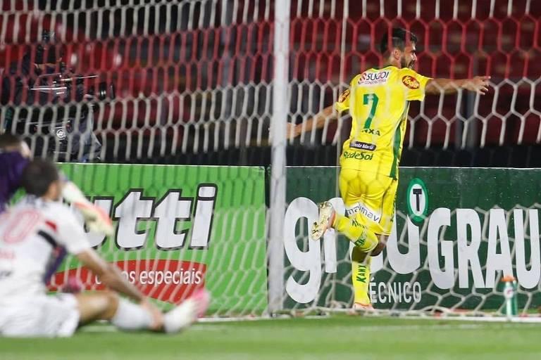 O atacante Zé Roberto fez dois gols pelo Mirassol na partida