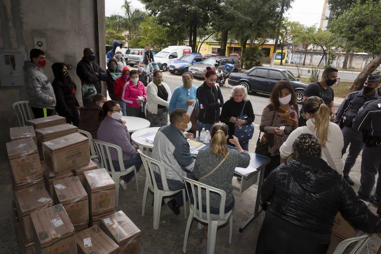 Associação dos moradores na Cachoeirinha e Brasilândia distribuem cestas básicas e kits de higiene para os moradores da região